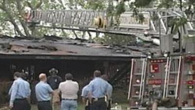 Dos bomberos fallecieron en incendio. Buscaban sobrevivientes en viviend...