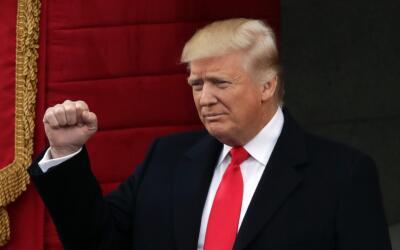 El presidente Donald Trump, antes de dar su discurso en el acto de asunc...