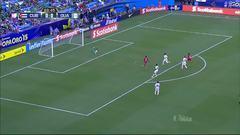 Uyy!! Alberto Gómez dispara y para el portero