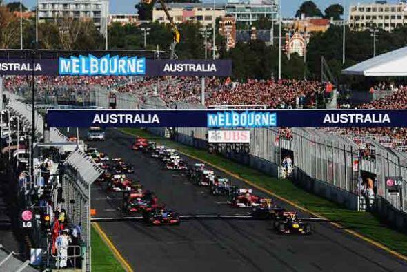 Y arrancó la temporada de Fórmula 1 2011 con el Red Bull d...