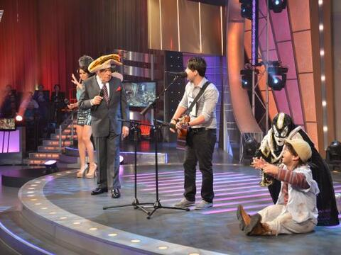 ¡Don Francisco con sus sombreros ya estaba listo para presentar al...