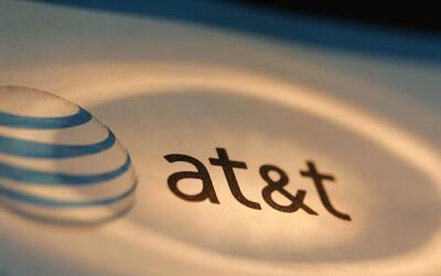 AT&T llegó a un acuerdo para adquirir Time Warner por aproxim...