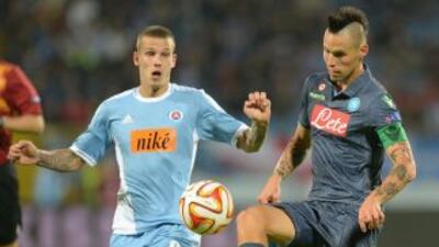 Nápoles ganó de visita en la Europa League.