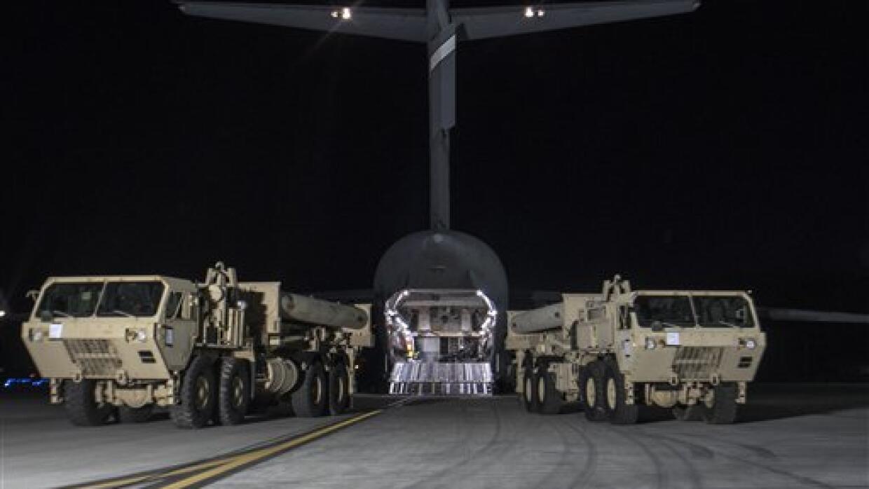 En esta imagen proporcionada por las fuerzas armadas de Corea del Sur, c...