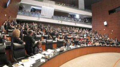 El Senado mexicano avaló la controvertida reforma energética propuesta p...