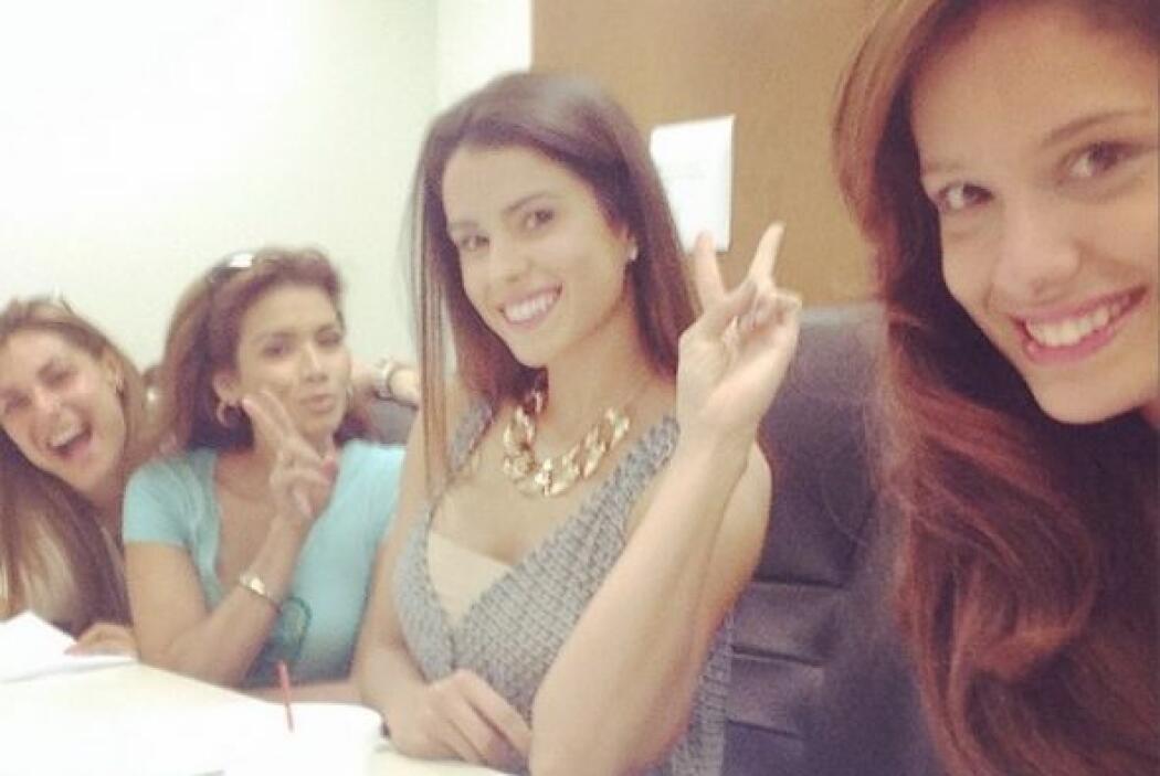 Preparándose para el programa junto a sus inseparables amigas, Marisela,...