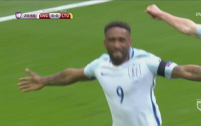Jermain Defoe hace vibrar a Wembley con su gol