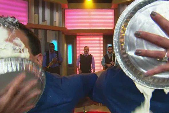Karla Martínez fue la encargada de poner merengue en el plato y no puso...