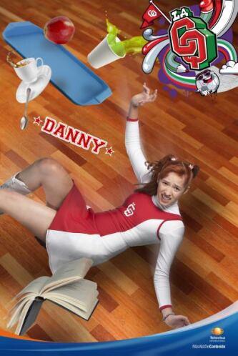 Daniela Pinto es la prima de Jenny y sobrina de director. Ingenua, distr...
