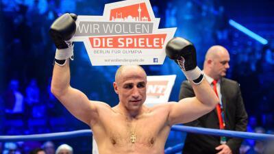 Abraham derrotó a Stieglitz por tercera vez.