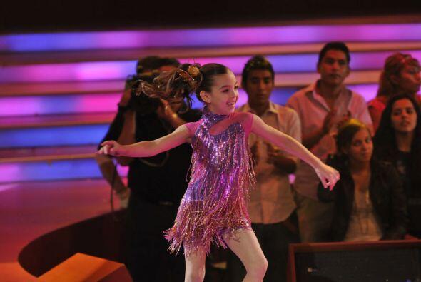 Y es que Daryna con sus ocho años baila como toda una verdadera p...