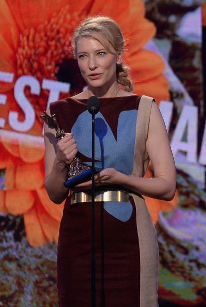 "Cate Blanchett fue Mejor Actriz por ""Blue Jasmine"".  Mira aqu&..."