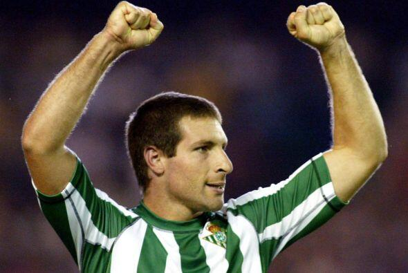 En el fútbol español jugó en tres equipos, el que s...