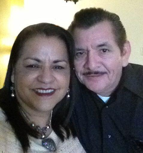 Una bonita foto de Alma y Robert Flores, de Kyle. Recuerda, envía...