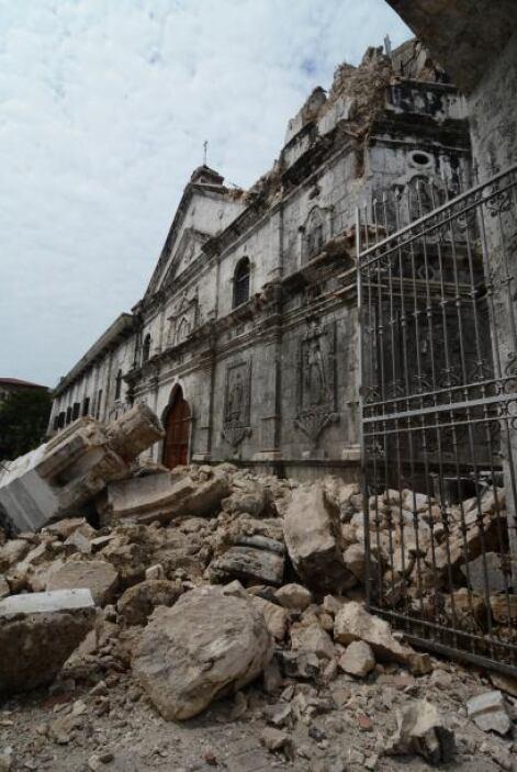 Asimismo, más de 10 iglesias históricas se han visto afectadas por el si...