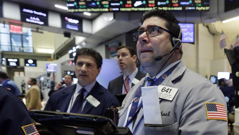 Wall Street vuelve a desplomarse dow_ap1.jpg