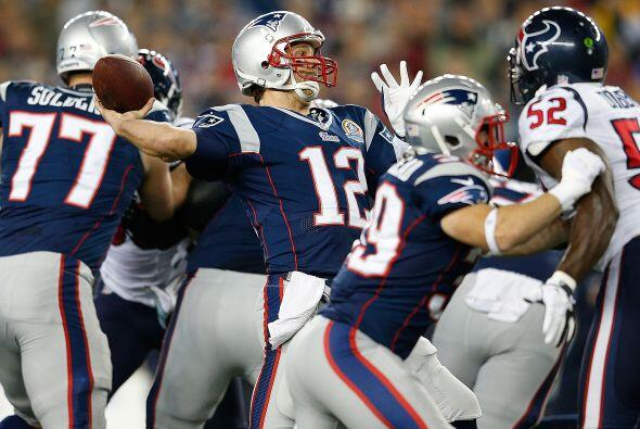 Brady completó 25 envíos de 40 intentos para 344 yardas y tres anotaciones.