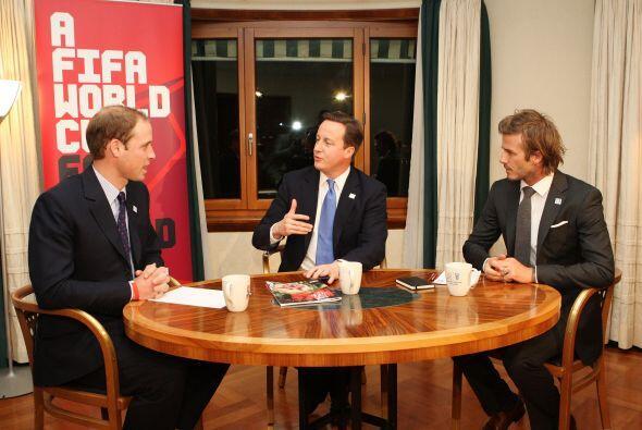 Inglaterra se fue con todo a Suiza para promocionar su sede. David Beckh...