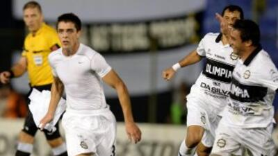 El uruguayo Alejandro Silva fue el autor del primer gol del Olimpia que...