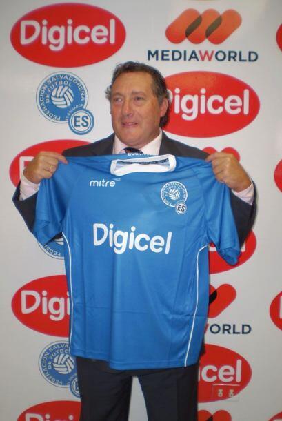 El uruguayo Rubén Israel fue presentado como nuevo entrenador de...