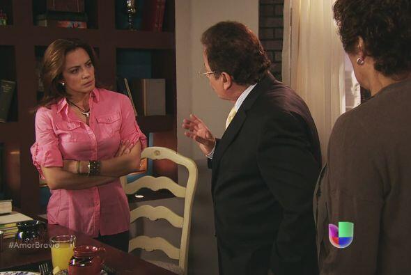 Camila sabe que Isadora está detenida porque se le acusa de haber...