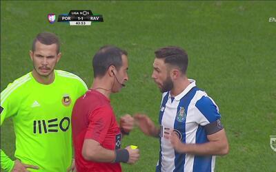 'Criminal' patada de Miguel Layún en el Porto vs. Rio Ave