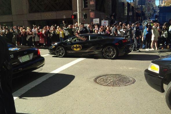 Cientos de habitantes se unieron a la causa y rodearon las calles con pa...