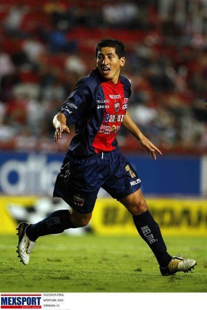 En Perú el delantero peruano Johan Fano firmó un contrato por tres años...