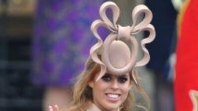 El sombrero dio tanto de qué hablar, al momento de la ceremonia y luego...