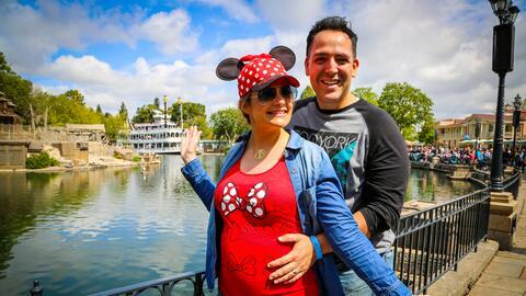 Maria Esther nos muestra su pancita desde Disneyland