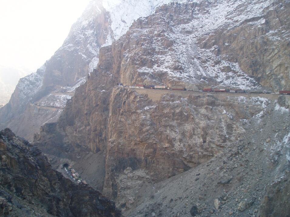 Las cinco carreteras más peligrosas del mundo Afghanistan Jalalaad at Ka...