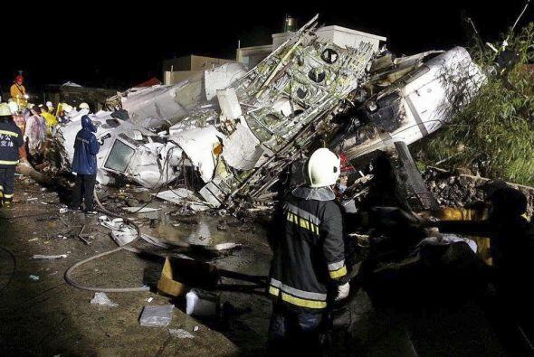 Un avión de TransAsia se estrelló en un intento de aterrizaje en Taiwán.