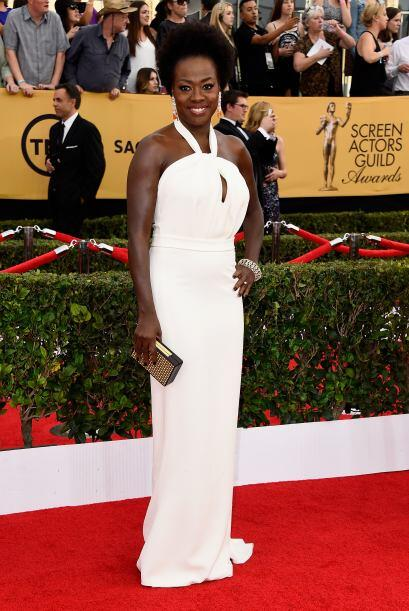 Viola Davis, con otra tendencia de la noche: puro blanco.