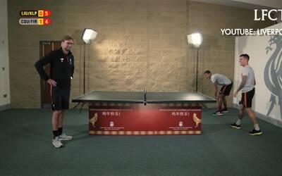 Jürgen Klopp jugó un partido de ping-pong, pero el resultado fue decepci...