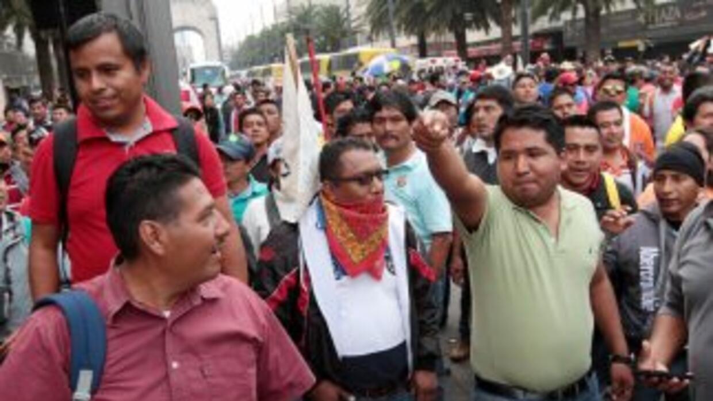 Los grupos de maestros marchan en diversas entidades.