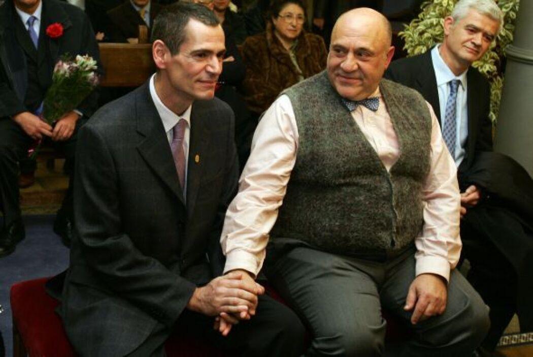 En España la ley que reconoce el derecho de las parejas del mismo sexo a...
