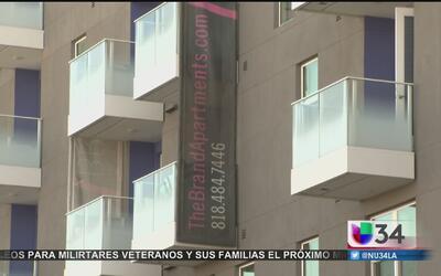 Residentes de California venden sus casas y salen a otros estados más ba...