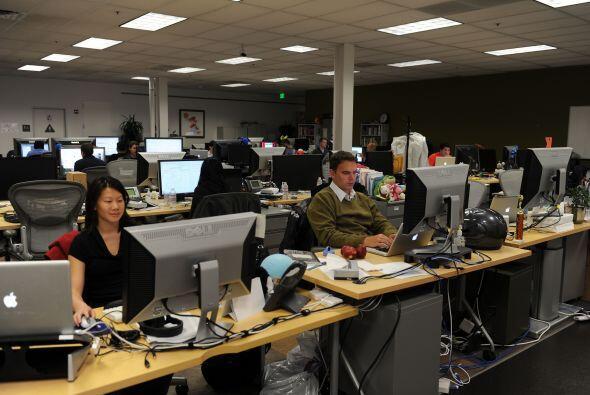 Facebook cuenta actualmente con unos 3 mil empleados, según la directora...