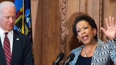 La Fiscal General Loretta Lynch prometió mejorar la relación de las mino...
