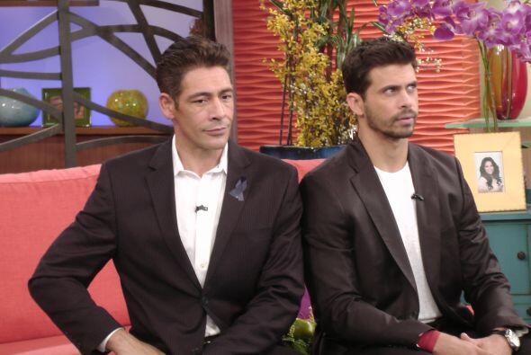 ¿Y esa posa qué? Johnny y Pedro se ven muy galanes.