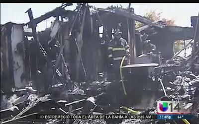 Incendios provocados por el sismo destruyen casas en Napa