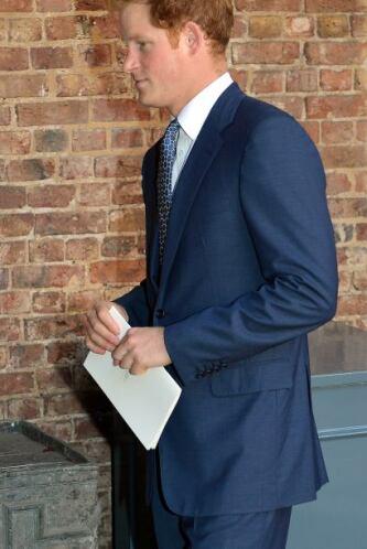 El hermano del orgulloso papá, el príncipe Harry también estuvo entre lo...
