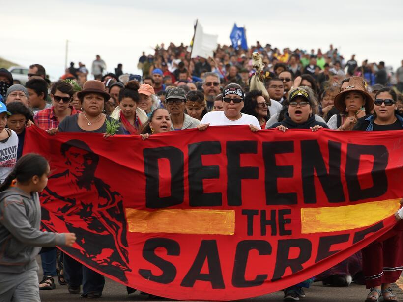 Resultado de imagen para La lucha de los pueblos Sioux contra el oleoducto Dakota