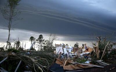 Continúa la amenaza por los destructivos tornados