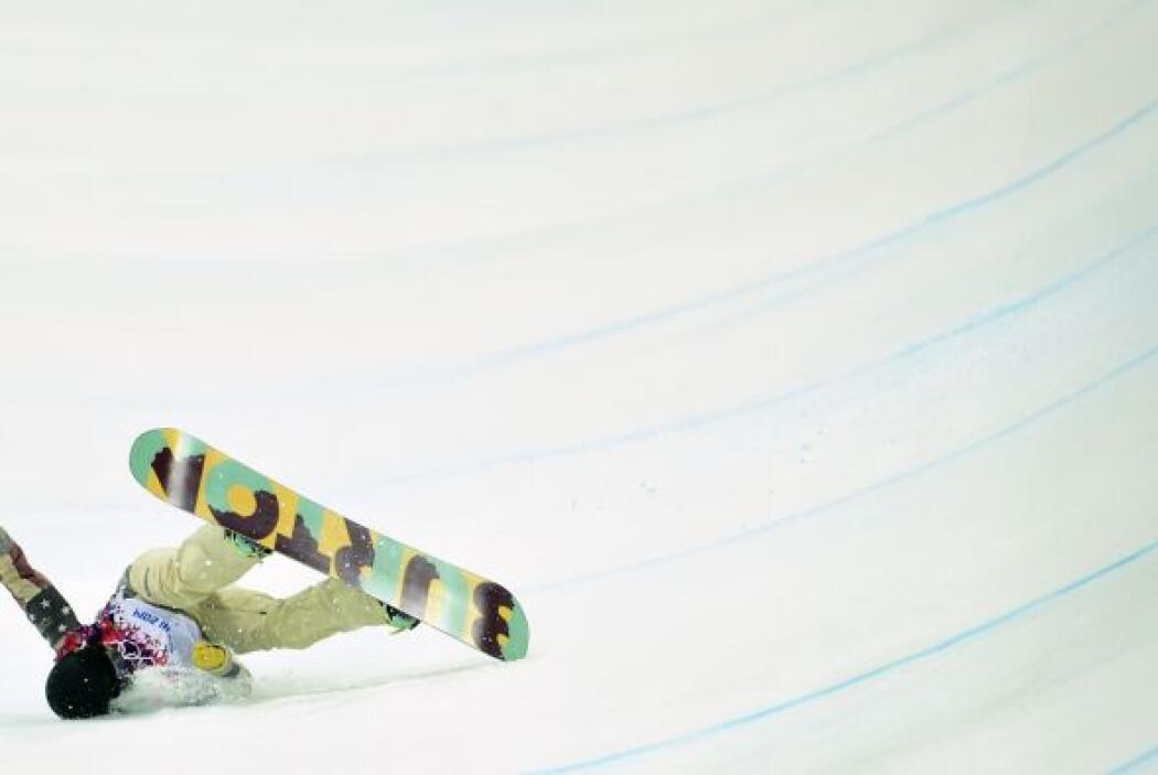 Otra de las atletas que sufrió un percance durante la prueba de Snowboar...