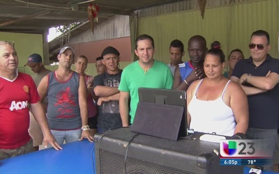 Cubanos oran desde la frontera