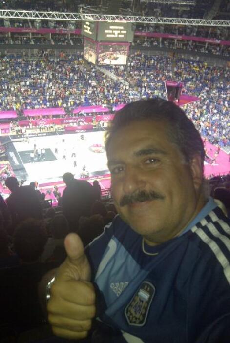 Pero esa misma noche hubo baloncesto y Argentina eliminó a Brasil con bu...