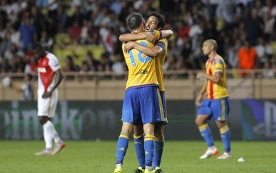 Valencia cae pero avanza en la 'Champions'