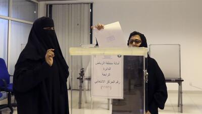 Mujeres votando en elecciones de Arabia Saudita