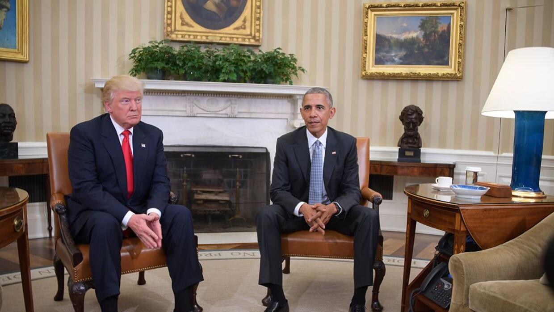 El presidente electo Donald Trump, y el presidente Barack Obama, en la O...
